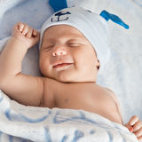 infant Verticale d'un beau petit enfant Chéri de sourire images stock