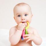 Infante com brinquedo do teething Fotos de Stock Royalty Free