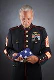 Infante de marina triste que sostiene un indicador imagen de archivo