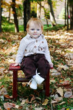 Infante nas árvores Fotos de Stock Royalty Free