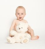 Infante sveglio con l'orsacchiotto Bear-4 immagini stock libere da diritti