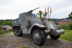 30. Infanteriedivision US-Erinnerungshalbkettenfahrzeug M3A1 auf Anzeige in Stavelot, Belgien Lizenzfreie Stockfotografie