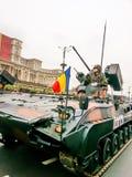 Infanteriesoldat und blindage Fahrzeug Stockbild