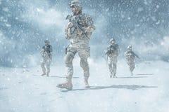 Infanterister i handling royaltyfri foto
