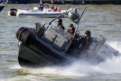 Infantes de marina militares de la lancha de carreras Fotografía de archivo