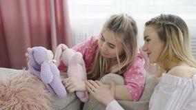 Infantylnego stylu życia dziewczyny zabawki nastoletni czas wolny dziecięcy fotografia stock