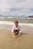 Infanzia - divertimento sulla spiaggia Fotografie Stock Libere da Diritti