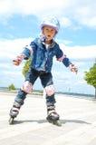 infanzia in-linea pattinare di rullo Fotografia Stock