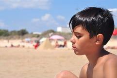 Infeliz en la playa Fotos de archivo libres de regalías