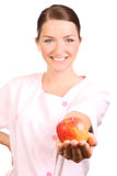 Infermiera che offre una mela Fotografia Stock