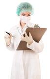 Infermiera seria con il rapporto medico Fotografie Stock Libere da Diritti