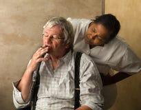 Infermiere e uomo anziano arrabbiati Fotografia Stock