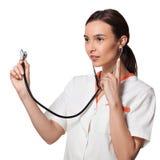 Infermiere o studente della medicina che tiene uno stetoscopio Fotografia Stock Libera da Diritti