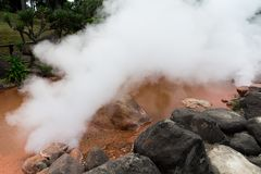 Inferno dello stagno del sangue a Beppu fotografia stock