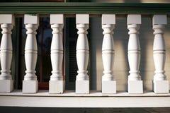 Inferriata bianca del portico Fotografia Stock