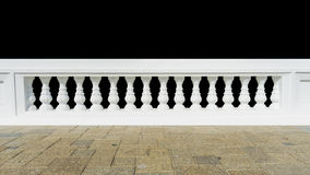 Inferriata classica con il pavimento isolato fotografia stock