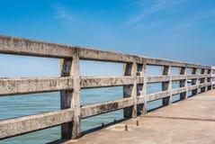 Inferriata concreta del ponte Fotografia Stock Libera da Diritti