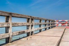 Inferriata concreta del ponte Immagini Stock Libere da Diritti