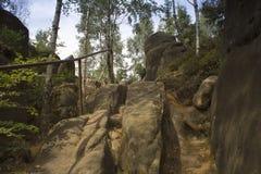 Inferriata della scala su una salita rocciosa Fotografia Stock Libera da Diritti