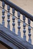 Inferriata di legno di una scala antica Fotografia Stock