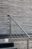 Inferriate d'acciaio, pareti di pietra immagine stock libera da diritti