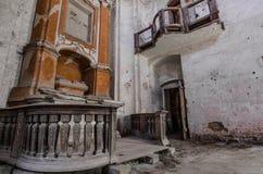 inferriate dell'altare in chiesa abbandonata Immagine Stock Libera da Diritti