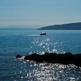 Infiammando il sole nel mare Fotografia Stock