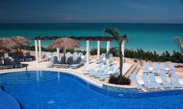 Infinity Pool on a Cuba Resort. Eurostar Resort, Cayo Santa Maria, Cuba Royalty Free Stock Photography
