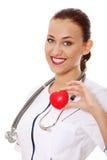 Infirmière de jeunes avec le coeur dans sa main Photo libre de droits