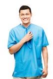 Infirmière médicale souriant vérifiant le battement de coeur Photos stock