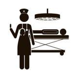 Infirmière noire de silhouette dans la salle d'opération avec pacient Photos stock