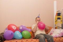 Infla al hombre del globo Fotos de archivo libres de regalías