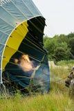 Inflación de un globo del aire caliente Fotografía de archivo