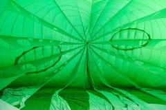 Inflación de un globo del aire caliente Fotos de archivo