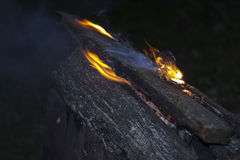 Inflamando o fogo Imagens de Stock