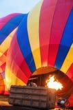 Inflamento colorido do balão de ar quente fotos de stock