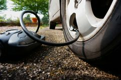 Inflating car tyre A Royalty Free Stock Photography