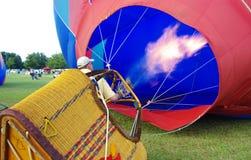 Inflazione dell'aerostato di aria calda Fotografie Stock