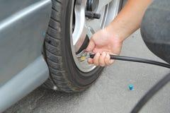 Infle los neumáticos Fotografía de archivo libre de regalías