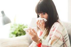 influensa som har kvinnan arkivbilder