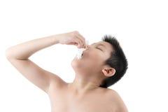 Influensaförkylning eller allergitecken Arkivfoto