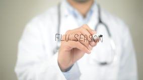 Influensasäsong, doktorshandstil på den genomskinliga skärmen Royaltyfria Foton