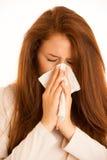 Influenza di malattia - giovane donna che si trova sul letto infettato con l'allergia Blo Immagine Stock Libera da Diritti