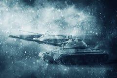 Inflyttning för två stridbehållare en snöstorm Royaltyfri Fotografi