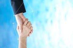 Infographics des gens d'affaires sont dessinés pour aider le media à collaborer sur la coopération d'affaires Protégez la collabo Photographie stock
