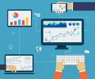 Infographics do negócio usando moderno de dispositivos digitais, relatando Imagem de Stock Royalty Free
