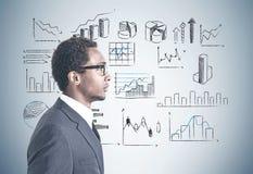 Infographics en verre d'homme d'affaires d'afro-américain Photos libres de droits