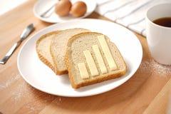 Infographics sur la table de petit déjeuner Photo stock
