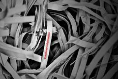 Información al cliente en la compañía corporativa protegida no completamente y aún visible en el papel destrozado foto de archivo libre de regalías
