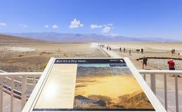 Informaci deska przy Badwater basenem w Śmiertelnej dolinie, usa Zdjęcia Royalty Free